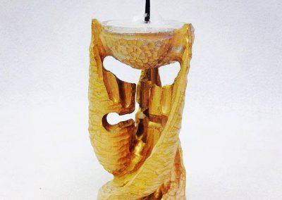Unikatni ročno zrezbarjen leseni svečnik