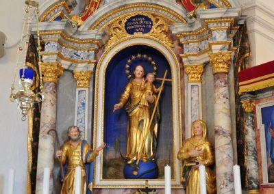 Levi stranski oltar po posegu